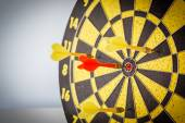 дартс стрелы в целевой — Стоковое фото