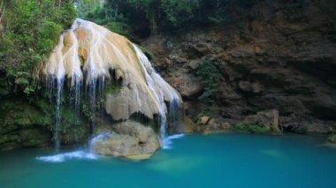 Wonderful waterfall landscape — Stock Video