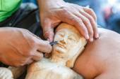 Hand of carver carving wood — Foto Stock