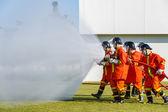 消防员争取火攻击训练 — 图库照片