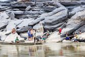 Local fishermen catch fish in khong river — Stock Photo