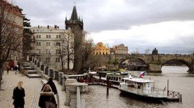 Prague view and Charles bridge — Stock Video