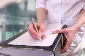 A doctor writing in a clipboard — Stock Photo