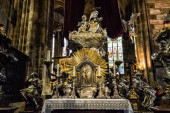Saint Vitus Cathedral altar — Stock Photo