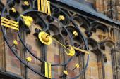 Horloge de la cathédrale St. Vitus gothique à Prague — Photo