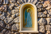 Aedicula with painted angel  in Medjugorje — Stock Photo