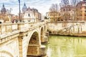 Puente sobre el río Tíber en el centro de Roma — Foto de Stock