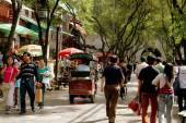 Xi'an, China: People Strolling in the Muslim Quarter — Stock Photo