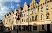 Oppeln, polen: barocke häuser im marktplatz rynek — Stockfoto
