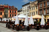 Tarnow, Poland: Cafes in Rynek Market Square — Stock Photo