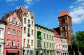Torun, Poland: New Town Square and Church of St.  James — Stock Photo