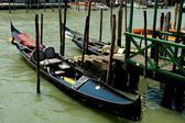 Venice, Italy: Gondolas Docked on Grand Canal — Stock Photo