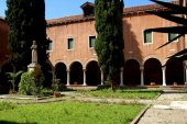 Venice, Italy:  Cloister of San Francesca della Vigna Church — Stockfoto