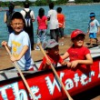 Постер, плакат: Queens NY: Children in Dragon Boat
