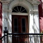 Brooklyn Heights, NY: Federal-era Doorway with Fan Window — Stock Photo #52921609