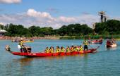 Queens, NYC: Dragon Boat Racers — Stock Photo