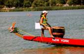 Queens, NYC: Woman Drummer on Dragon Boat — Stock Photo