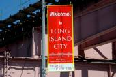 NYC: Welcome to Long Island City Sign — Stockfoto
