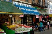 NYC: Food Shops in Astoria, Queens — Stockfoto