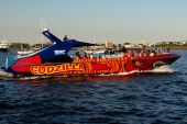 Boston, MA: Godzilla High Speed Touring Boat — Stock Photo