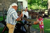 Sleepy Hollow, NY: Girl Sawing at Philipsburg Manor — Stock Photo