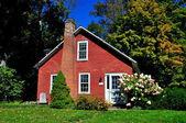 Grafton, VT: 19th century Brick Cottage — Stock Photo
