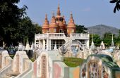 Kanchanaburi, Thailand: Chinese Burial Ground — Stock Photo