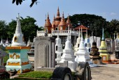 Kanchanaburi,Thailand: Chinese Burial Ground Chedis — Stock Photo