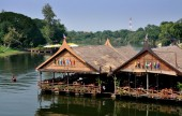 Kanchanaburi, Thailand: River Kwai Restaurants — Stock Photo