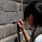 ������, ������: Badaling: Girl Carving Name on Great Wall of China