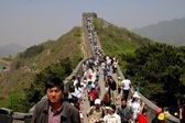 Badaling, China: Tourists on Great Wall of China — Stock fotografie