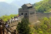 Badaling, China: Tourists on Great Wall of China — Stock Photo