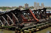 NYC: Rusting Railroad Piers on Hudson River — Stock Photo