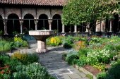 NYC: Cuxa Cloister at the Cloisters Museum — Zdjęcie stockowe
