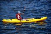 NYC:  Man in Kayak on Hudson River — Stock Photo