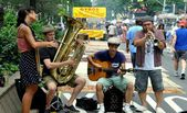 NYC:  Musicians Entertaining at Broadway Street Festival — Stock Photo