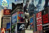 NYC: George M. Cohan Statue and Times Square Billboards — Stock Photo