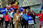 NYC:  Politicians Marching with Volunteers on Broadway — Stock Photo