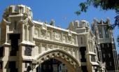 Nyc: New York Şehir Koleji'nde manastır Avenue ağ geçidi — Stok fotoğraf