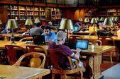 NYC: People with Computers at NY Public Library — Foto Stock
