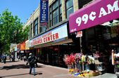 Queens, NY: Stores on Jamaica Avenue — Stock Photo