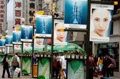 Chengdu, China: Bustling Chun Xi Street — Stock Photo