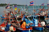 Hua Hin,Thailand: Fishing Boats at Public Pier — Stock Photo
