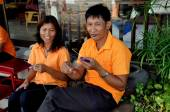 Hua Hin,Thailand: Two Masseurs Knitting — Stock Photo