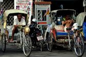 Hua Hin, Thailand: Tuk-tuk Taxi Drivers — Stock Photo