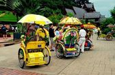 Melaka, Malaysia: Tri-Shaw Taxis in A Famosa Square — Stock Photo