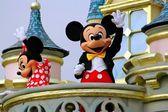 Hong Kong, China: Mickey and Minnie Mouse at Disneyland — Stock Photo