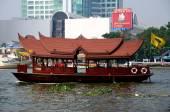 Bangkok, Thailand: Chao Praya River Ferry Boat — Stock Photo