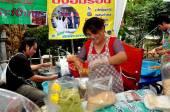 Bangkok, Thailand:  Family Selling Noodles — Stock Photo