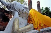 Ayutthaya, Thailand: Reclining Buddha at Thai Wat — Stock Photo